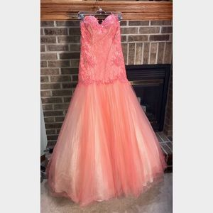 Coral Mermaid Style Mac Duggal Gown Size 6